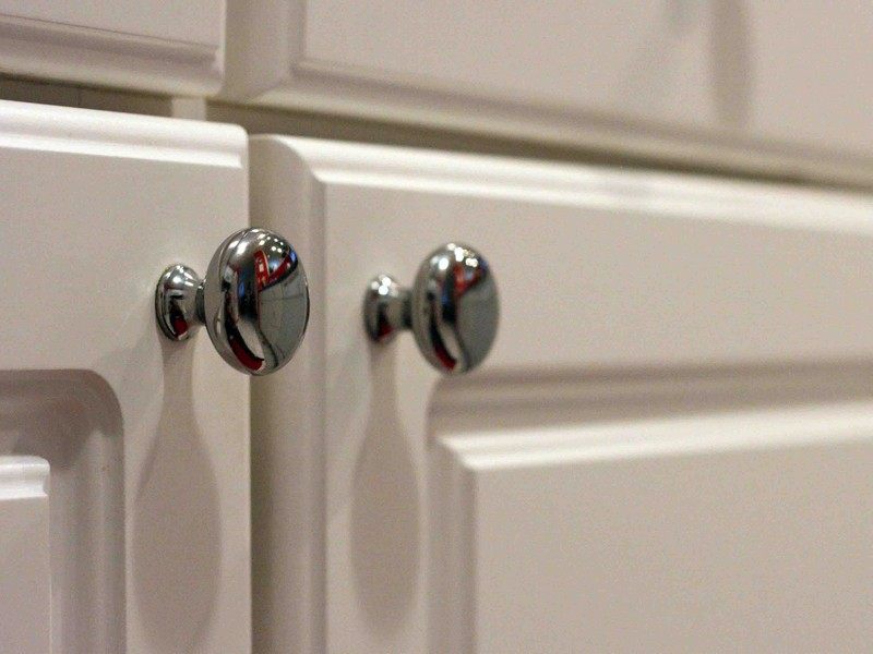 Bathroom Cabinet Knobs Placement