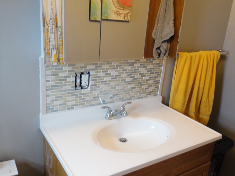 Bathroom Vanity Sink With Glass Tile