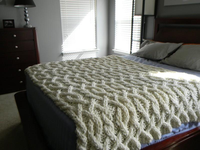 Chunky Cable Knit Comforter