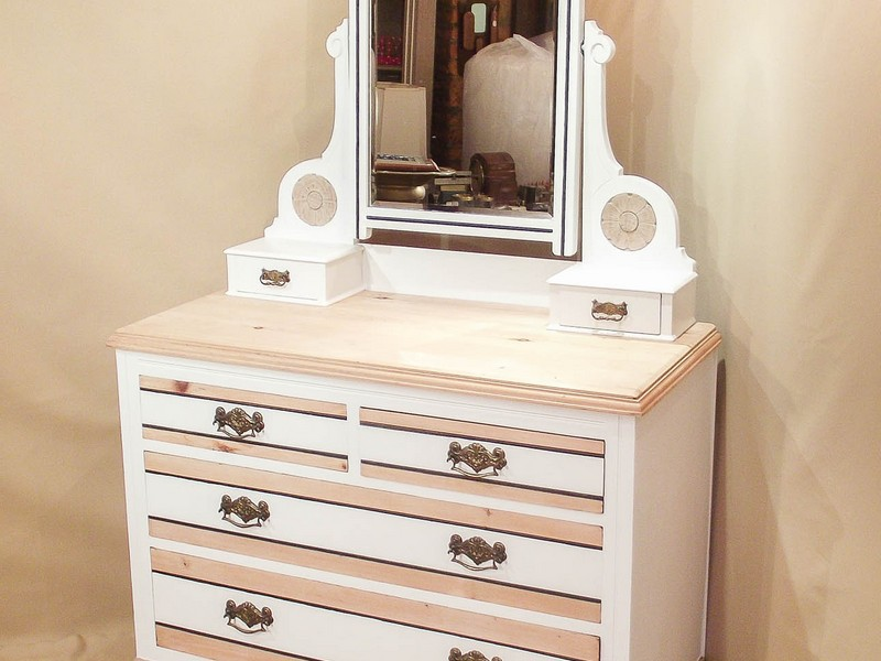 Corner Dressing Table With Drawers