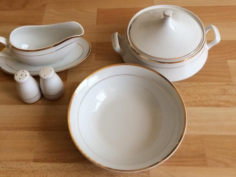Covered Salt And Pepper Bowls