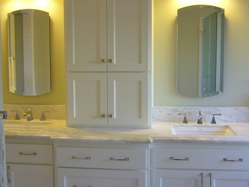 Double Bathroom Vanity With Center Tower