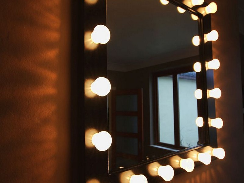 Dressing Room Mirrors With Light Bulbs