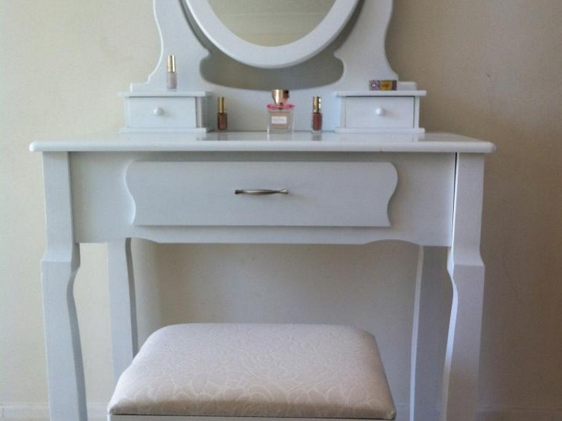 Dressing Tables With Mirrors And Stools