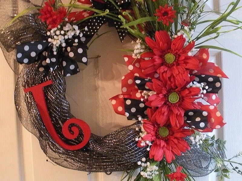 Grapevine Wreaths With Deco Mesh
