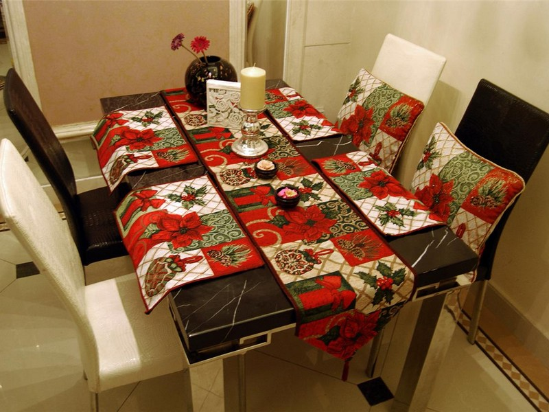 Holiday Table Runners And Placemats