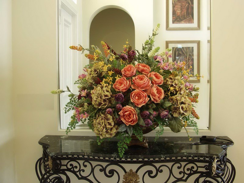 Large Floral Arrangements For Dining Room Table