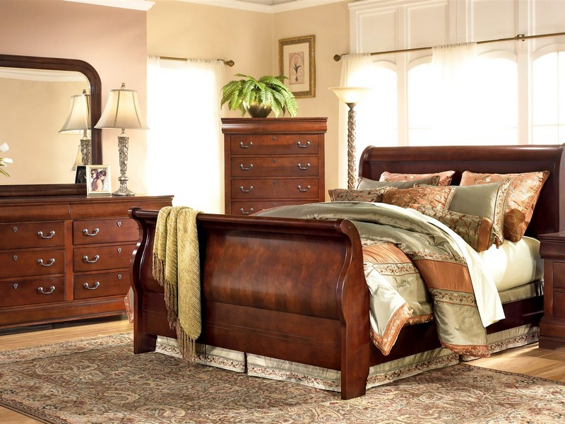Ledelle Sleigh Bedroom Set
