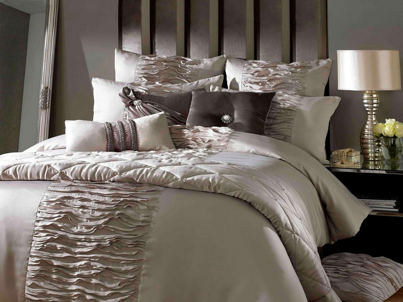 Luxurious Bedding Sets Comforters