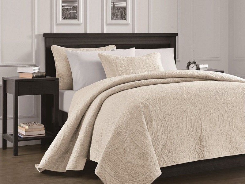 Oversized King Quilted Bedspread