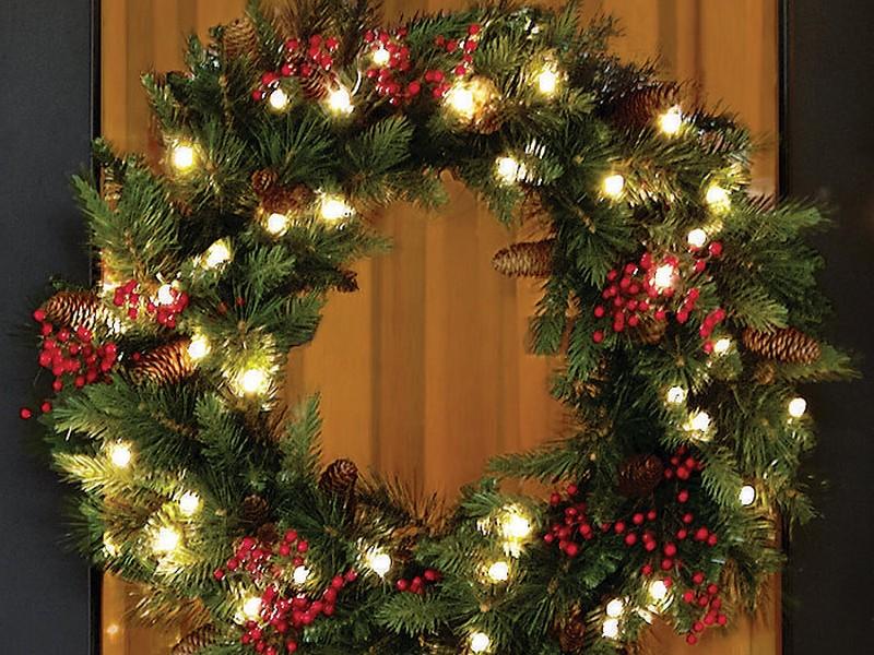Pre Lit Xmas Wreaths