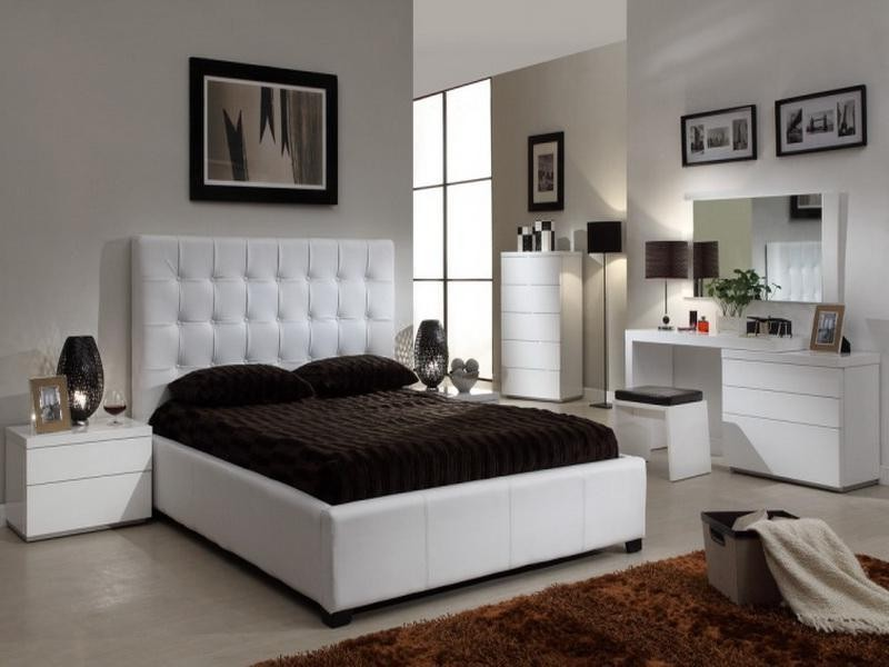 Queen Bed With Leather Headboard