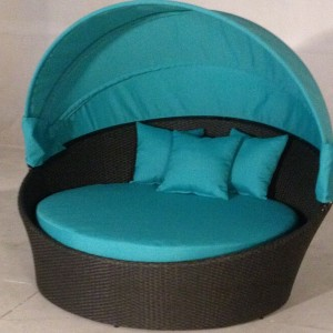 Round Chaise Lounge With Canopy