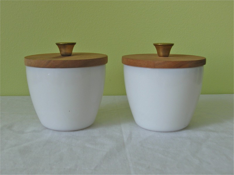 Salt And Pepper Bowls With Lids