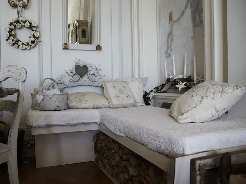 Shabby Chic Daybed Decor
