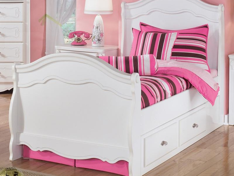 Sleigh Bed Queen Size
