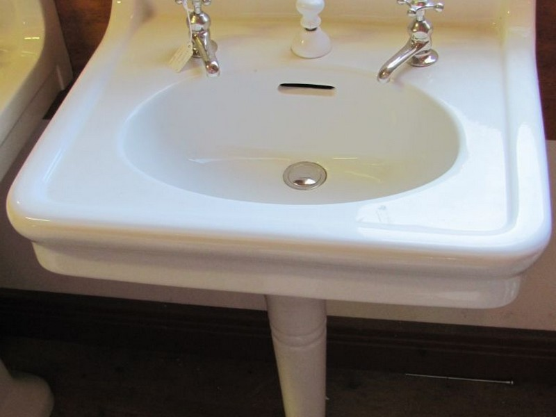 Vintage Bathroom Pedestal Sinks