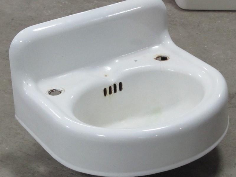 Vintage Wall Mount Bathroom Sinks