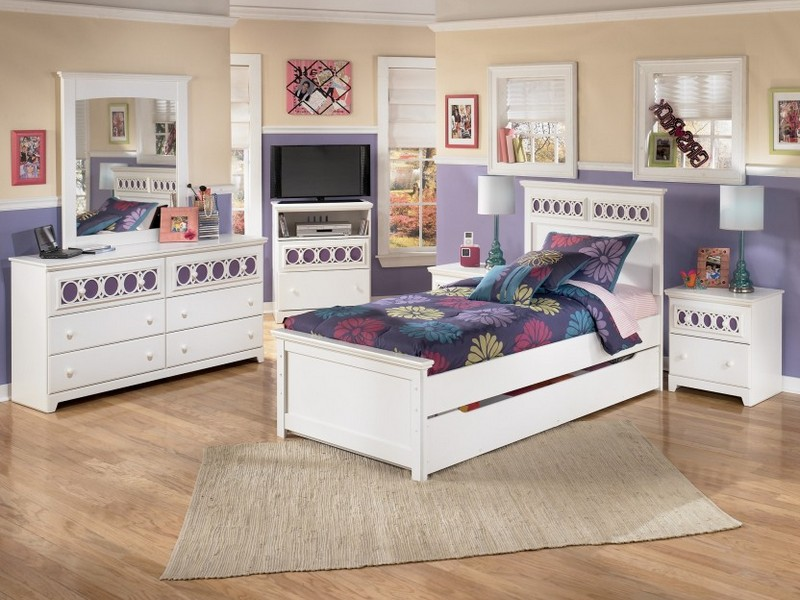 White Sleigh Bed Queen