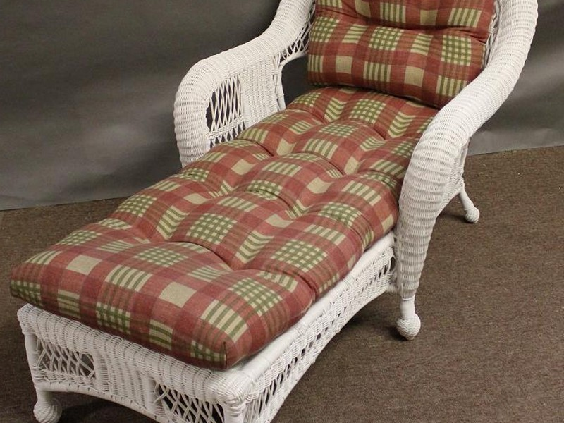White Wicker Chaise Lounge Chair