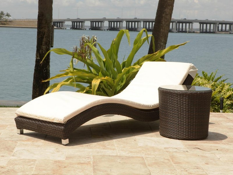 White Wicker Chaise Lounge Outdoor